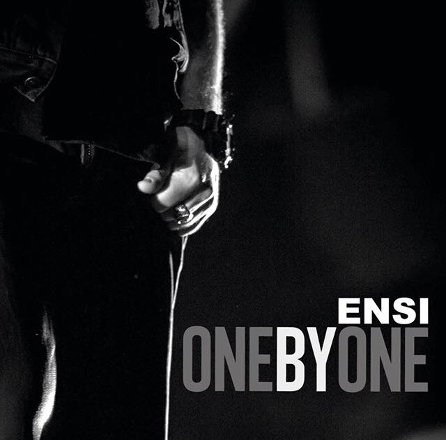 "Ensi ragala il suo ""One By One""!"